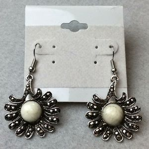 Jewelry - New White and Silver Earrings